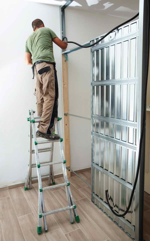 worker-building-plasterboard-wall-N23Z8QU.jpg